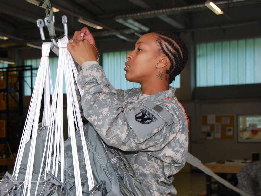 New Army Regulations Ok Dreadlocks For Female Soldiers