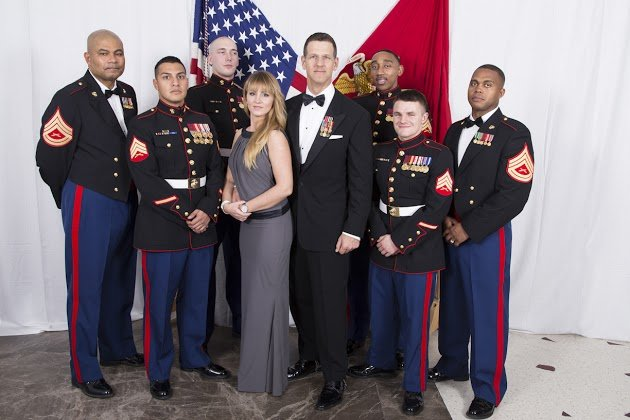 Can veterans wear military medals on their civilian dress