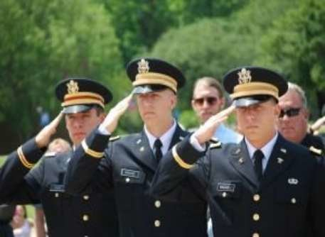 Graduation_rotc_may2012_382