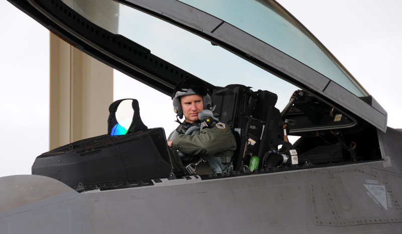Is the Air Forces F22 fighter jet making pilots sick