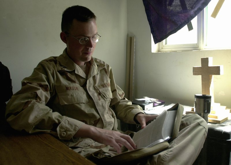 Military_chaplain